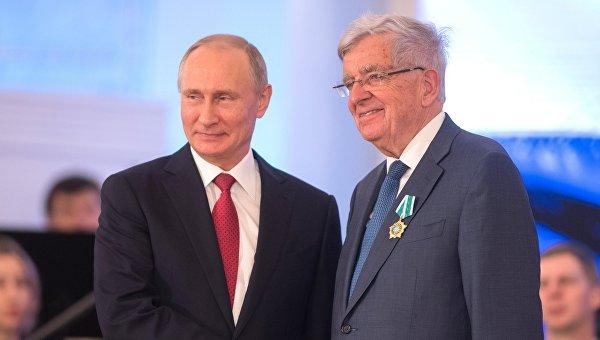 Президент РФ Владимир Путин и специальный представитель правительства Франции по вопросам отношений с Россией Жан-Пьер Шевенман