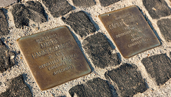 Камни в память о евреях, цыганах и тех, кто по политическим или религиозным мотивам участвовал в Сопротивлении в Берлине