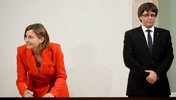 Спикер парламента Карме Форкадель и председатель правительства Каталонии Карлес Пучдемон