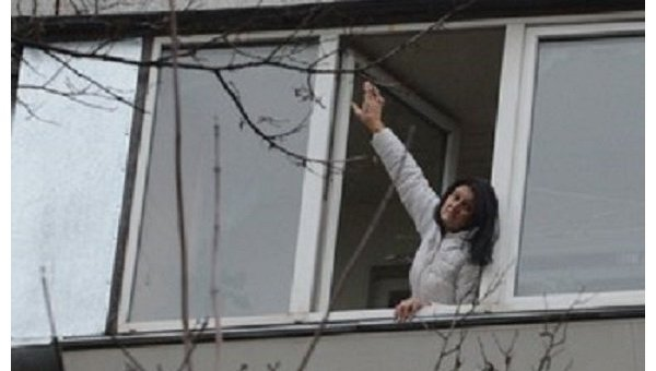 В Киеве пожилая женщина спасла соседа, выпавшего с 9 этажа