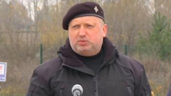 Турчинов обещает расстреливать тех, кто помогает укреплению обороны России. Видео