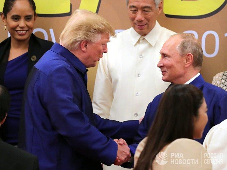 Президент РФ Владимир Путин и президент США Дональд Трамп во Вьетнаме