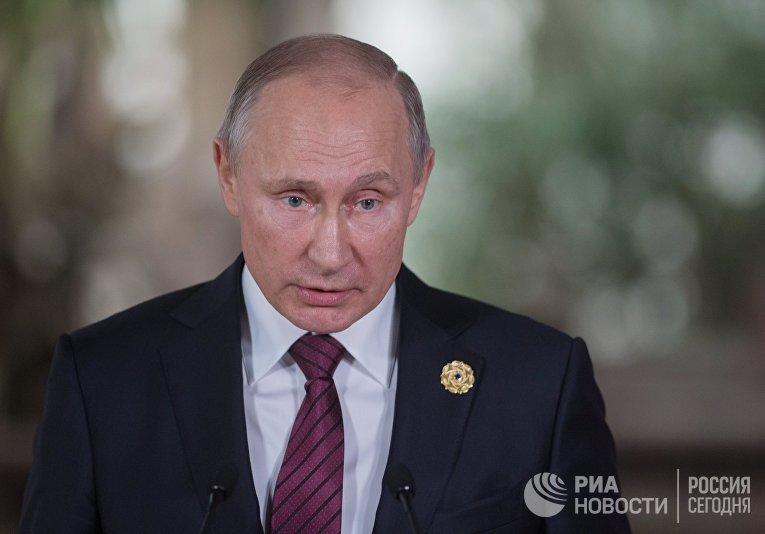 Президент РФ Владимир Путин во время пресс-подхода на форуме Азиатско-Тихоокеанского экономического сотрудничества (АТЭС)