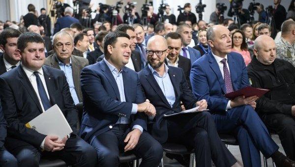 Арсений Яценюк и Владимир Гройсман. Архивное фото
