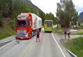 В Норвегии камера сняла, как грузовик едва не сбил мальчика. Видео