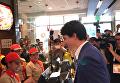Трюдо посетил фаст-фуд в Маниле. Видео