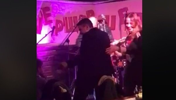 Надежда Савченко танцует в ночном клубе в Ирпене