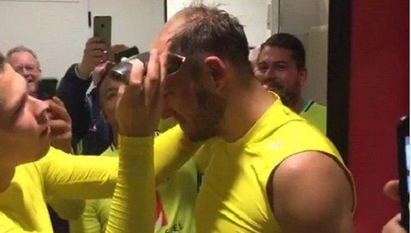 Андреаса Гранквиста побрили налысо