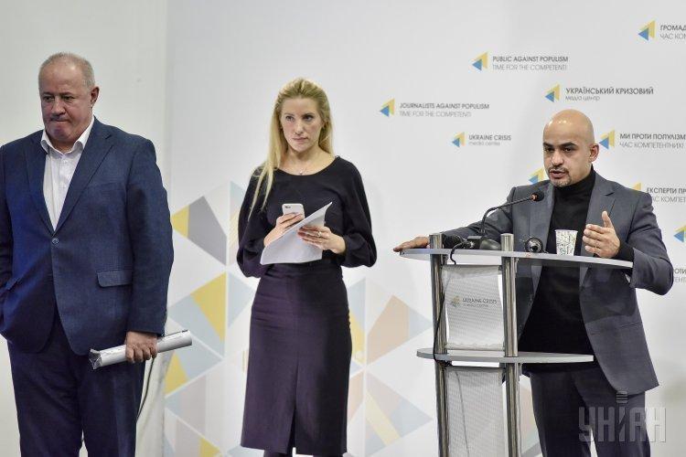 Народные депутаты Виктор Чумак, Светлана Залищук, Егор Соболев, Мустафа Найем во время брифинга на тему: Как члены НАЗК зарабатывают на е-декларировании: разоблачение.