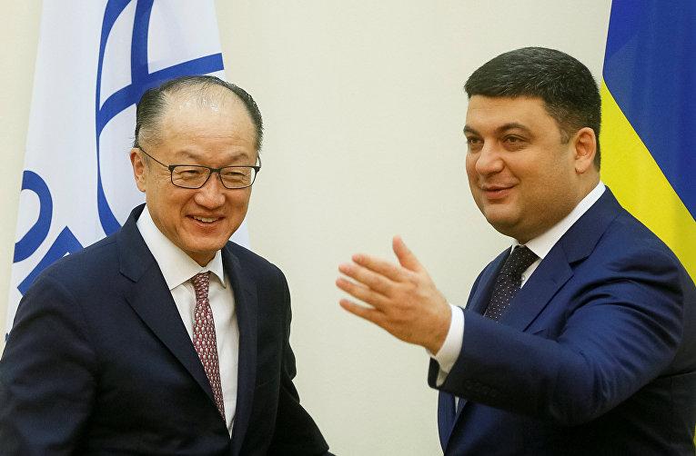 Глава Всемирного банка Джим Ен Ким и премьер-министр Украины Владимир Гройсман.