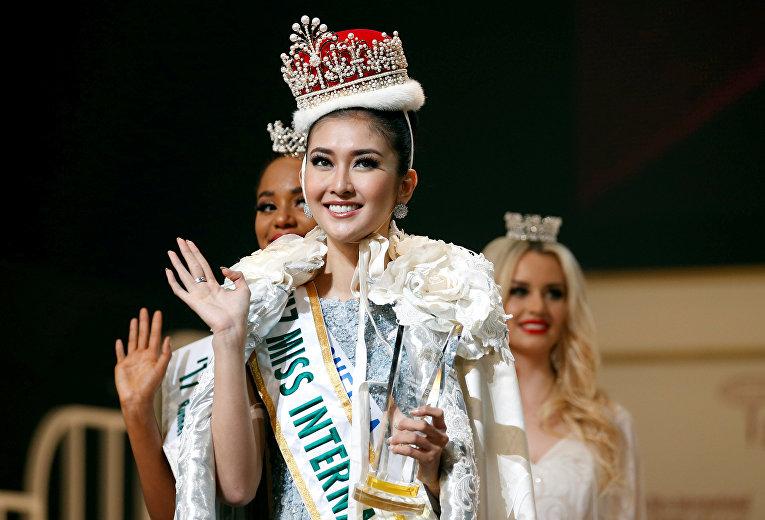 Финал международного конкурса красоты Miss International, который проводился в 57-й раз, прошел во вторник в Токио. В конкурсе участвовали красавицы из 70 стран. Победительницей стала Мисс Индонезия 21-летняя Кевин Лилиана.