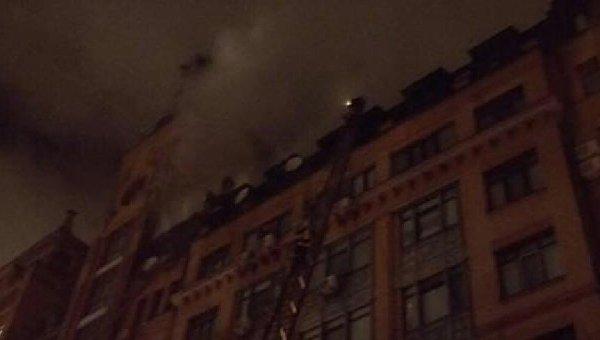 Вцентре столицы Украины наПечерске загорелась многоэтажка
