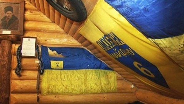 Пострадавший флаг в кафе Прикарпатья