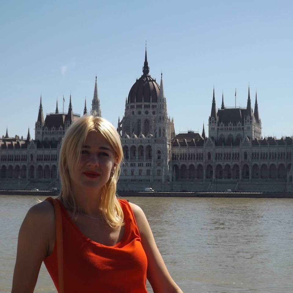 Лучшая учительница Украины ухаживает встолице Англии застариком