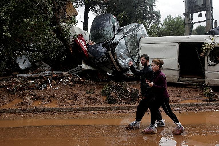ВГреции в итоге наводнений погибли 16 человек
