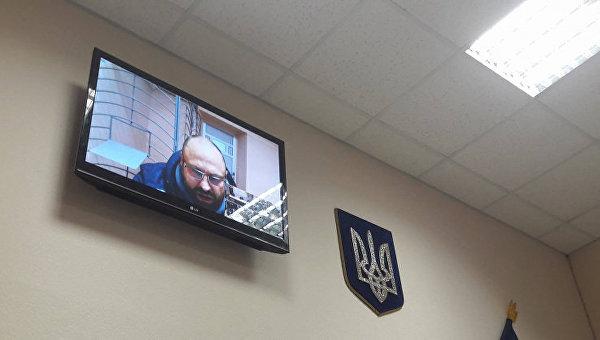 Геннадий Дронов выступает в суде в режиме видеоконференции