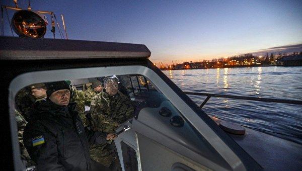 Порошенко испробовал воткрытом море новый патрульный катер