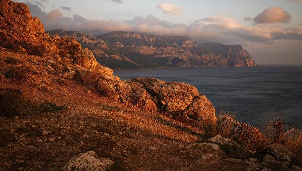 Черное море и Балаклавская бухта в Крыму.