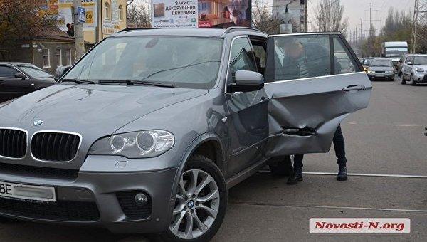 В центре Николаева трамвай протаранил авто