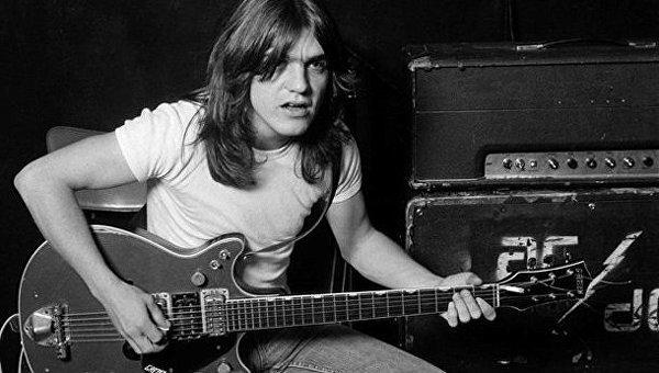 На65 году жизни скончался основатель AC/DC Малькольм Янг