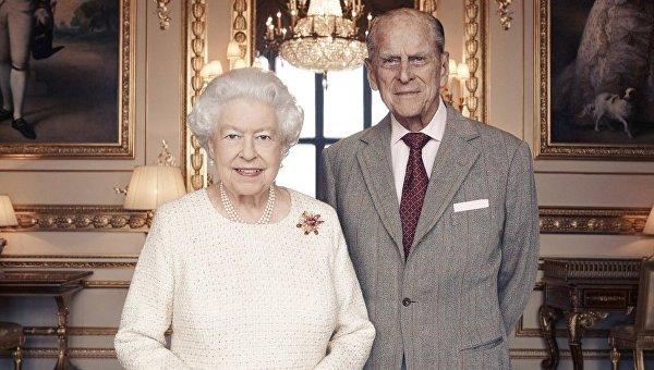 Елизавета II и принц Филип отмечают 70-летие со дня свадьбы