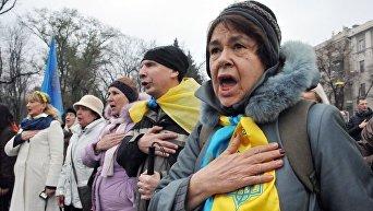 Участники акции, посвященной 4ой годовщине Евромайдана в Харькове.