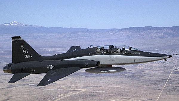 Американский учебный реактивный самолет T-38 Talon