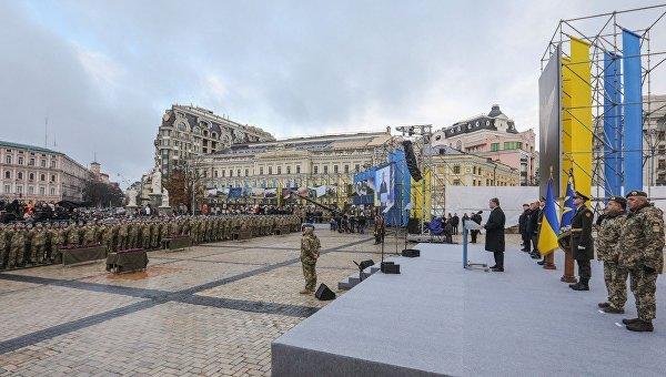 Президент Петр Порошенко и десантники