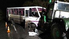 В Луганской области в результате столкновения автобуса с трактором пострадал водитель и двенадцать пассажиров