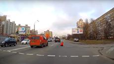 Женщина потеряла сознание посреди оживленной улицы