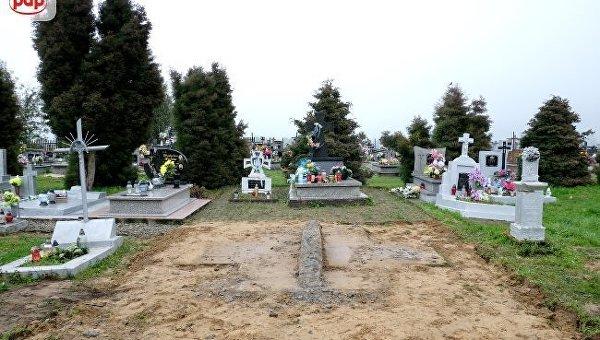 В Польше разрушили памятник воинам УПА