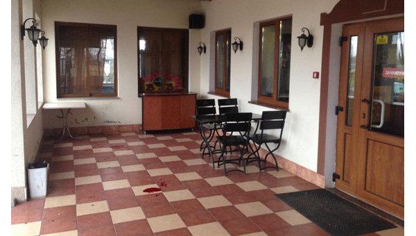 Неизвестные савтоматами ограбили гостиницу вРовенской области