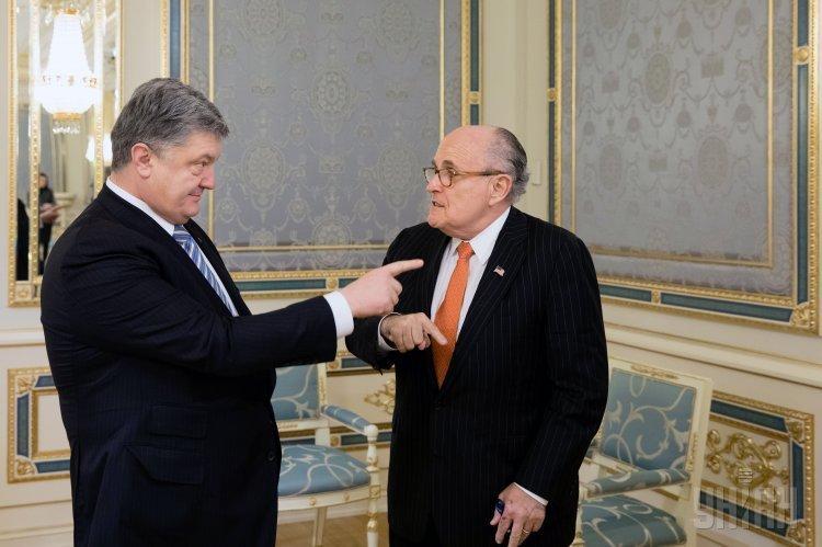 Президент Украины Петр Порошенко и экс-мэр Нью-Йорка Рудольф Джулиани во время встречи в Киеве