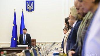 Премьер-министр Украины Владимир Гройсман во время заседания Кабинета министров Украины