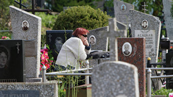 Посещение кладбищ. Архивное фото