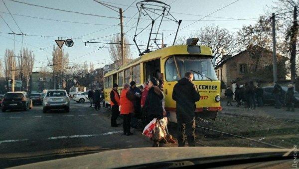 В Одессе трамвай сбил девушку