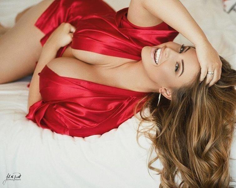 Модель plus size Эшли Алексис (Ashley Alexis)