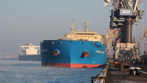 Балкер Ocean Dalian с четвертой партией угля-антрацита из США в порту Южный