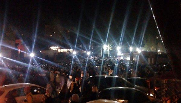 Возле концертного холла, где запланирован концерт британской группы Hurts
