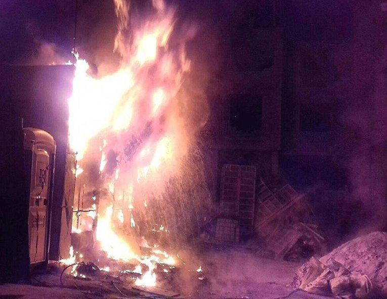 Активисты Нацкорпуса разгромили и подожгли стройку в Соломенском районе Киева