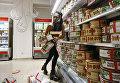 Femen устроили черную пятницу в магазине Roshen в Киеве