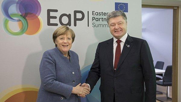 Ангела Меркель и Петр Порошенко в ходе саммита Восточного партнерства