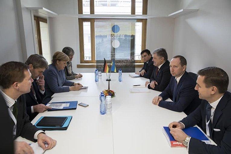 Президент Украины Порошенко провел встречу с Ангелой Меркель