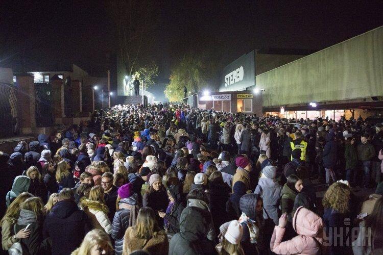 В Киеве из-за сообщения о заминировании здания концертного клуба Stereo Plaza были эвакуированы все зрители концерта британской группы Hurts