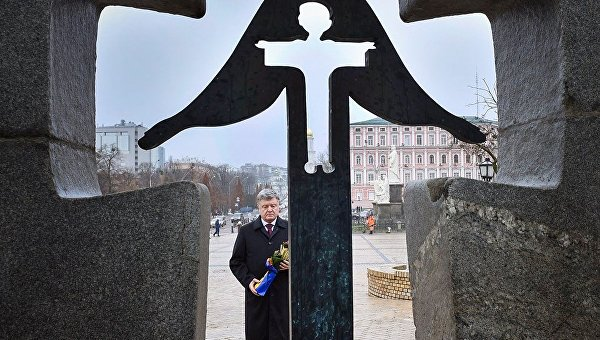 Порошенко почтил память жертв Голодомора в Киеве