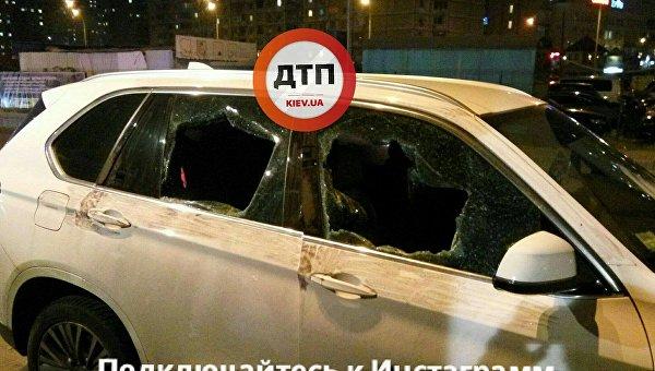 Неизвестные со стрельбой ограбили валютчика в Киеве