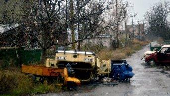 Брошенные, искореженные автомобили в поселке Широкино (Донецкая область ), ноябрь 2017