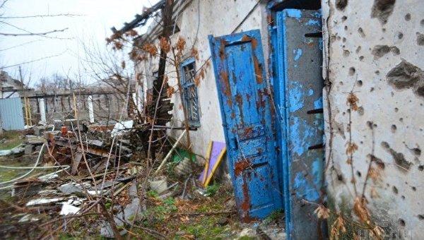 Полуразрушенный жилой дом в Широкино (Донецкая область ), ноябрь 2017