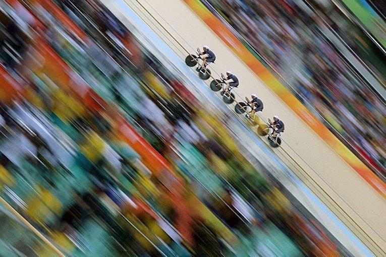Снимок Тима Клейтона Команда Великобритании был сделан во время Олимпиады в Рио-де-Жанейро, где спортсмены завоевали золотые медали, побив мировой рекорд.
