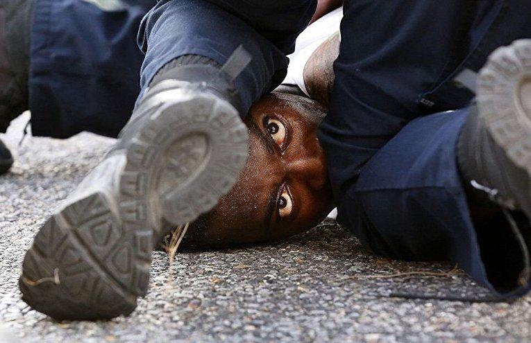 Снимок американского фотографа Взгляд протестующего.